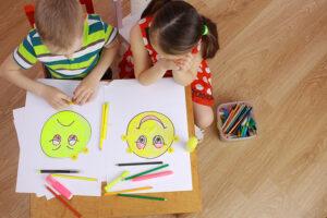 Cum se dezvoltă emoțional micuțul tău în primii ani din viață